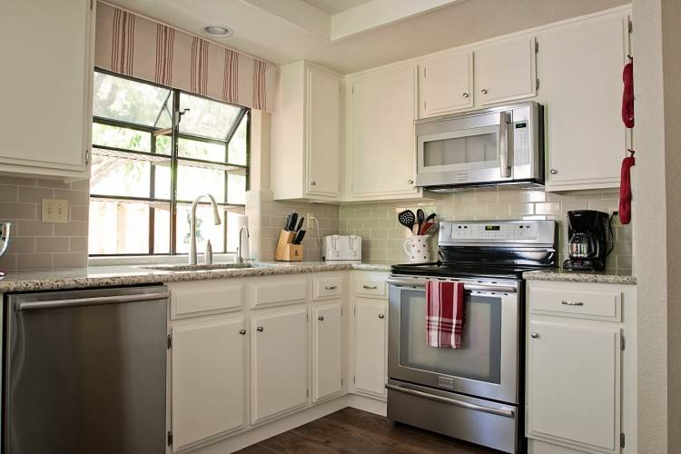 Alot went into this do it yourself kitchen makeover, but there is still more to tackle in the space – more on that later