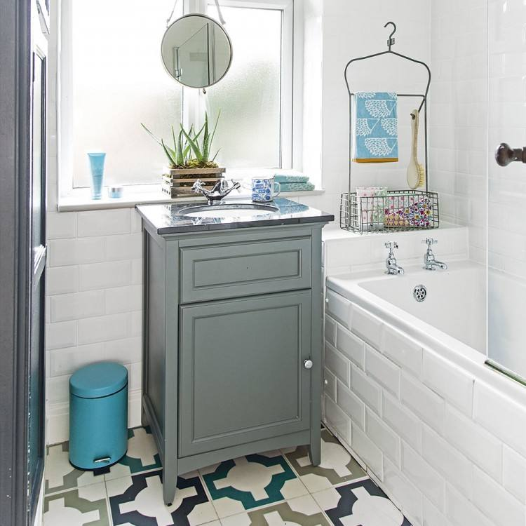 Think you can't do graphic wallpaper in a small space? Think again! A small bathroom is the perfect place to try out a daring wall treatment