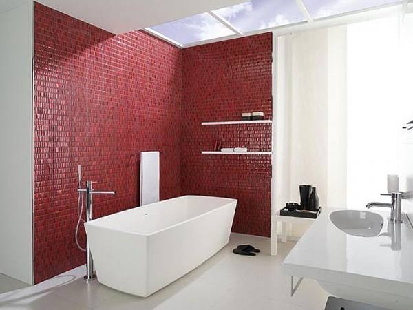 All three bathrooms are furnished by the exclusive Porcelanosa and HansGrohe