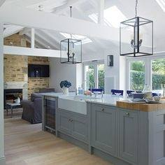 antique white shaker kitchen