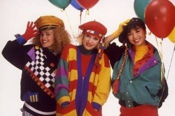 Music group Viuda e hijas de Roque Enroll in 1986, wearing colorful and geometric clothing and makeup