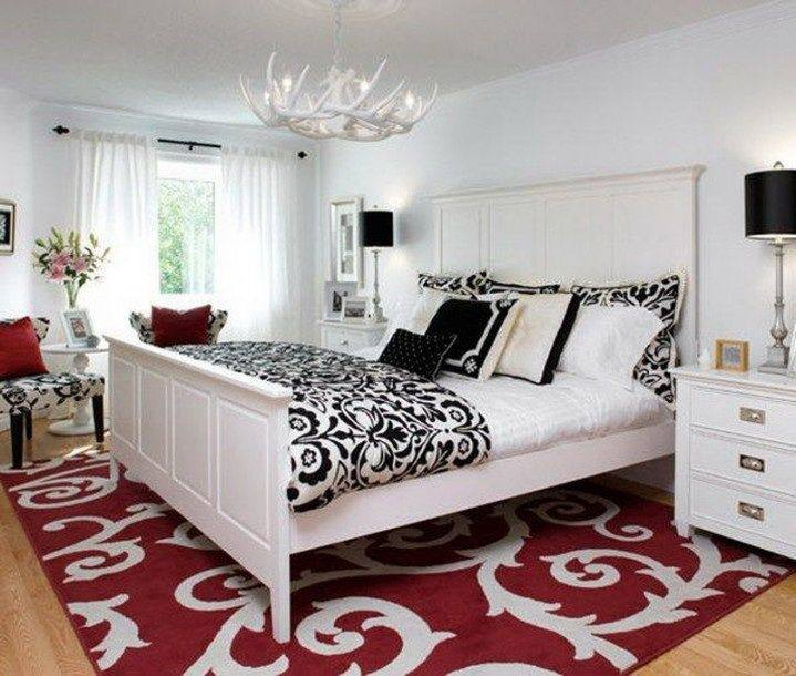 Interchangeable accents are the perfect way to bring some bold color to the bedroom [Design