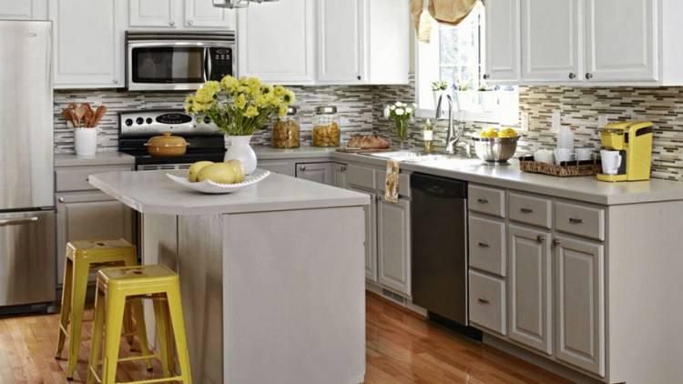 com #kitchencabinetmakeover #chalkpaint