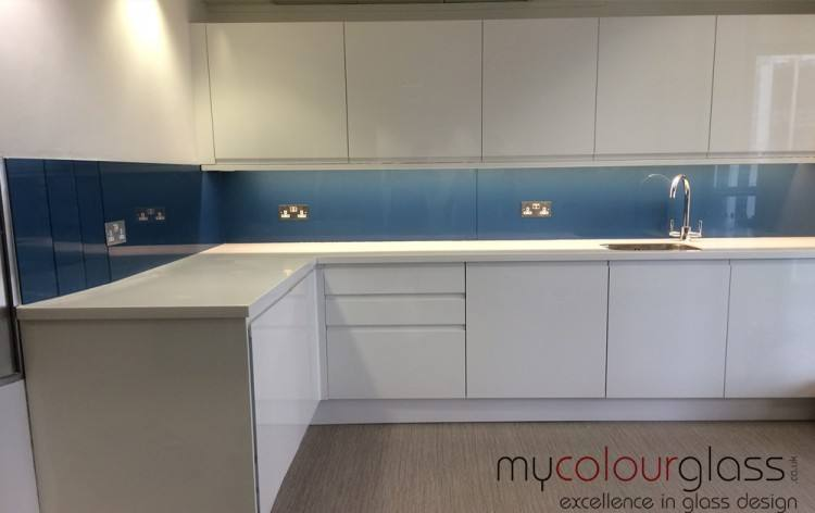 Installing a new splashback can completely transform a tired and outdated kitchen, by creating a strong focal point within your layout